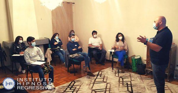Alunos do curso de Hipnose Magnética Terapeutica 2021 no Instituto de Hipnose Regressiva em Santa Maria da Feira com o Hipnoterapeuta António Andrade
